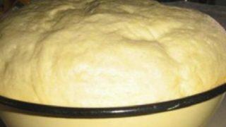 Вижте как да си направите лудо тесто, което може да издържи до 1 седмица в хладилника!