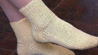 Плетете лесно: Чорапи на две игли без шиене