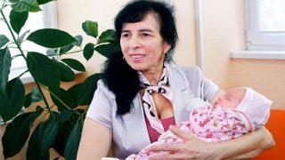 На 60 годишна възраст Галя, роди дъщеря си! Вижте нейната история и прекрасната и дъщеря!