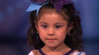 Това 5- годишно сладко момиченце е уникална и заслужава нашата подкрепа – Вижте какво може